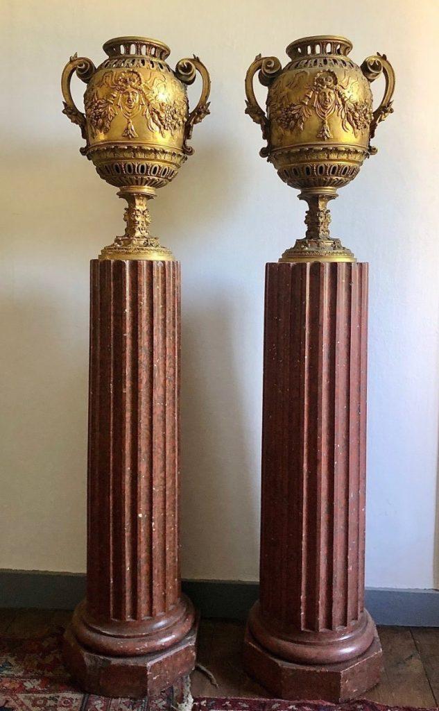 Paire De Vases En Bronze Doré Sur Colonne