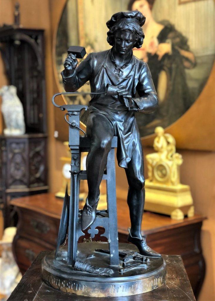 Le Repousseur De La Renaissance, Bronze Signé
