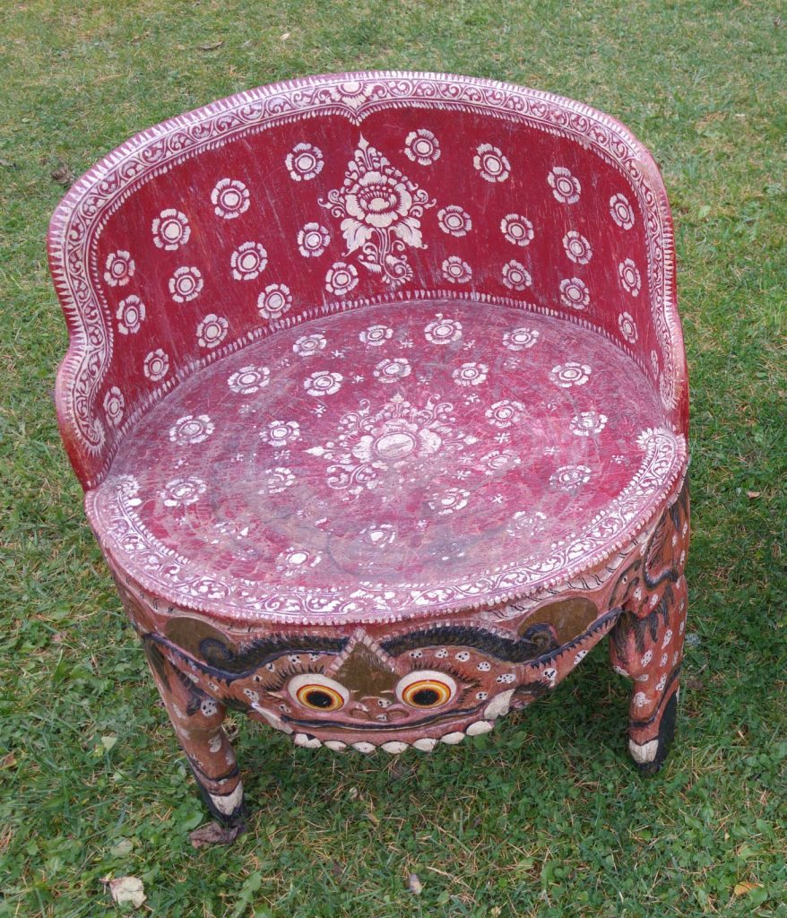 Deux rares chaises de temple en provenance d'Indonésie 19eme