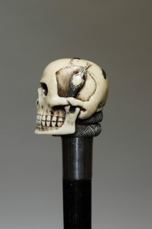 Canne Avec Pommeau En Ivoire représentant Un Crâne